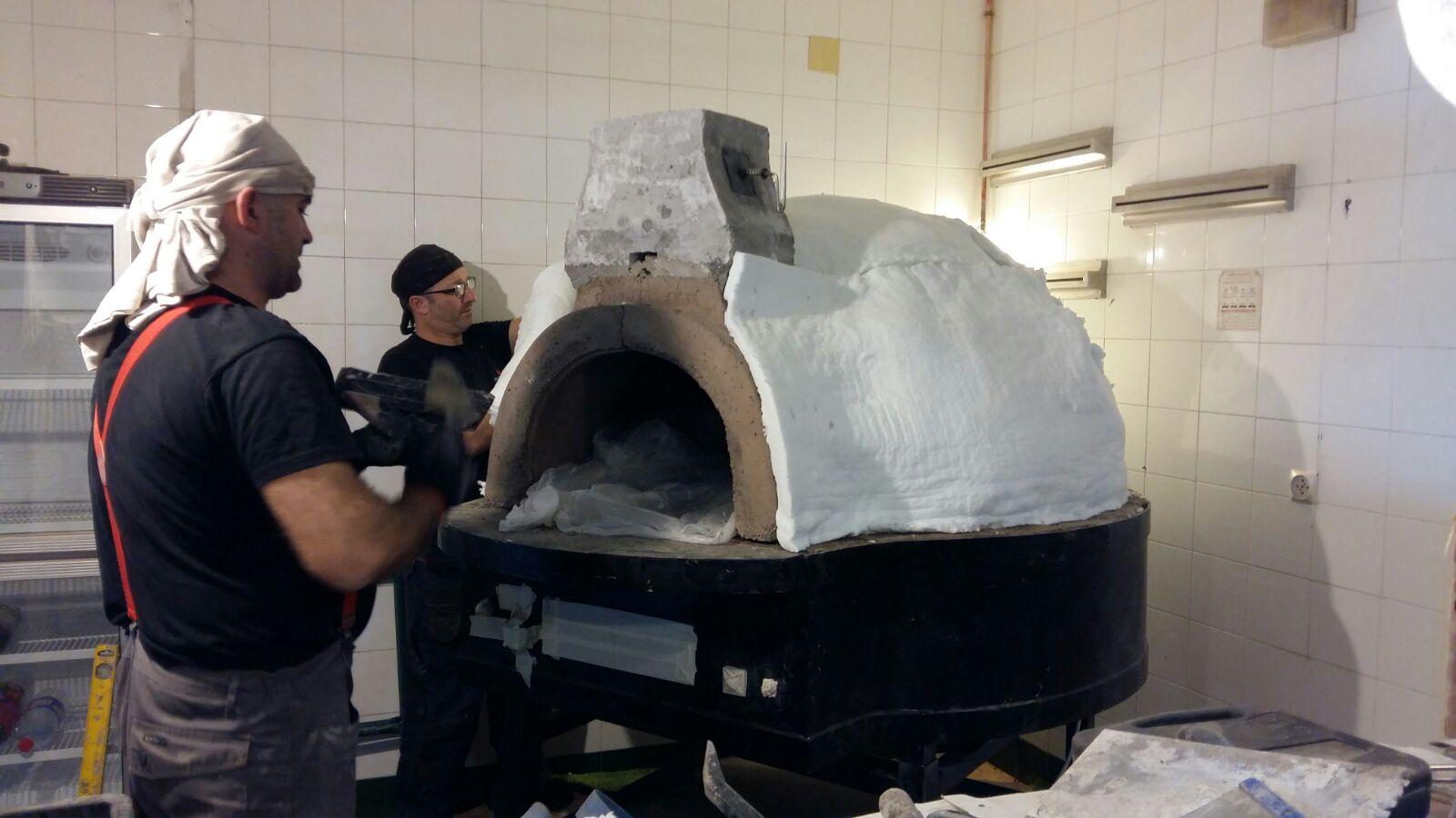 Construcción del horno tradicional napolitano